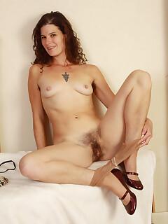 Hairy Female Pussy Pics